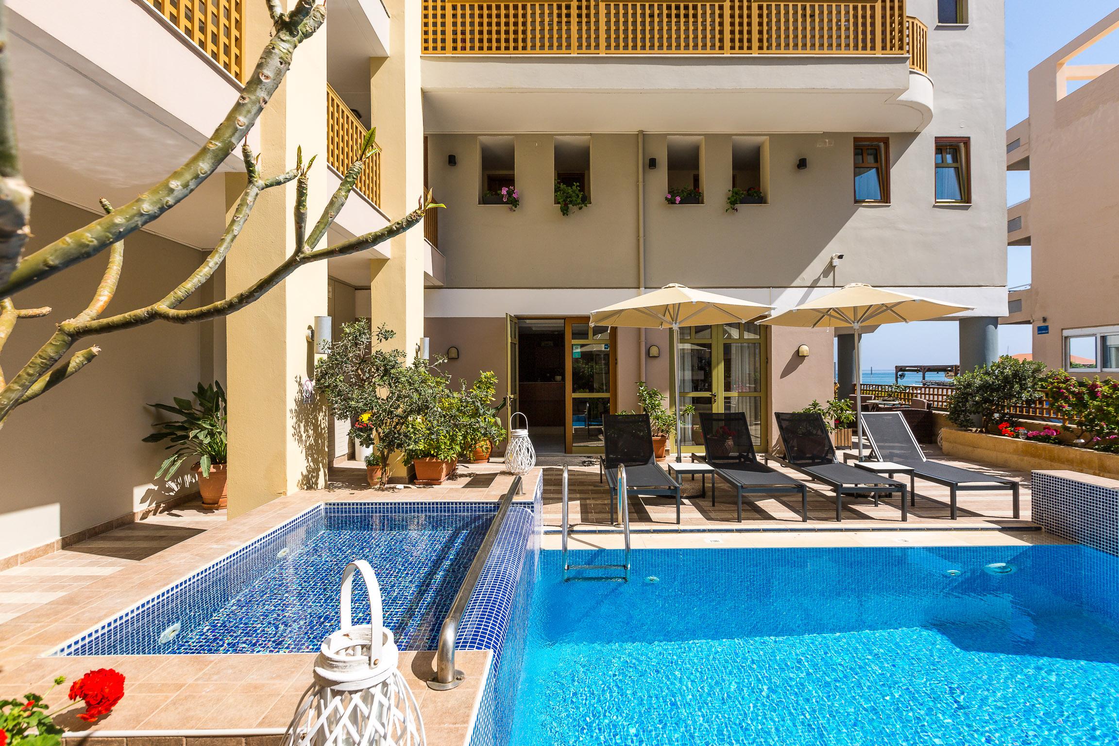 HOTELS IN CRETE AMMOS SUITES